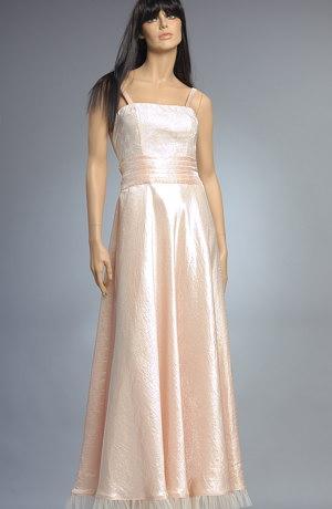Společenské šaty korzetového střihu jsou zdobené na sedle jemným tylem se sklady a vázáním na zadečku. Bohatost kolové sukně je ještě umocněna tylovým řasením.Látka má v sobě kovové vlákno,které se při pohybu široké sukně kr