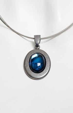 Náhrdelník na kovovém lanku - ovál z modrého skla