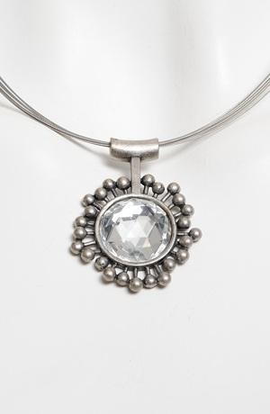 Náhrdelník na lanku s postříbřeným přívěskem s krystalem