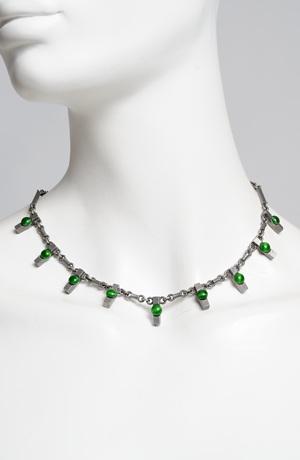 Náhrdelník s jemnými zelenými ozdobami