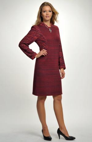 Pletené šaty na kolena vhodné do kanceláře, recepce...