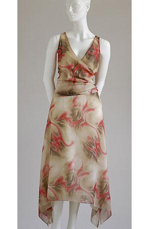 Společenské letní šaty s živůtkem řaseným na boku a s velkým vzorem