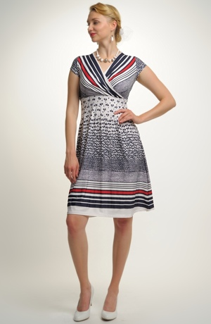 Šaty s modním vzorem pruhů