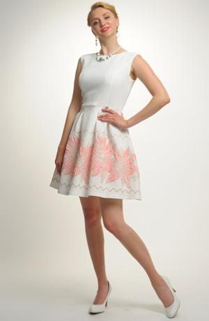 Dívčí šaty vhodné na léto na svatbu i na taneční kurzy pro středoškoláky.