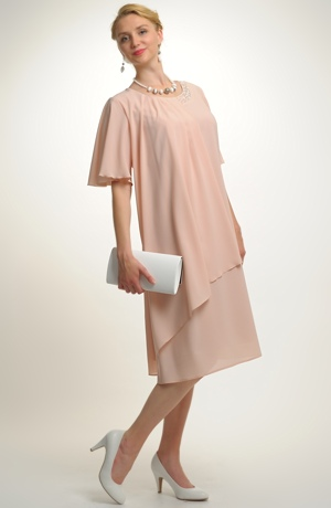Šifonové krátké šaty s rukávky a rozevlátou sIluetou