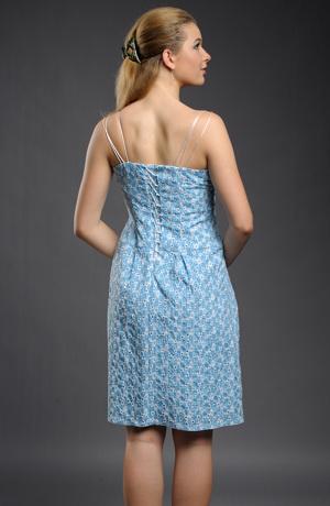 Dívčí šaty na 3 ramínka s výšivkou.