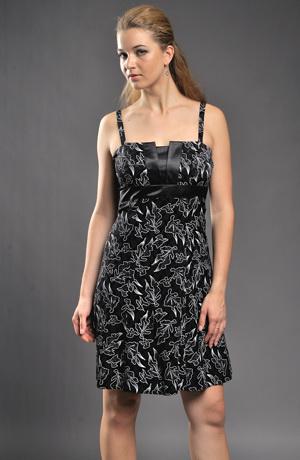 Vzorované šaty vhodné i na párty