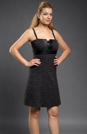 Černé šaty do sedýlka se stuhou