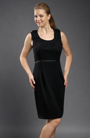 Černé pouzdrovky pod kolena s řasením na sedle a sukni.