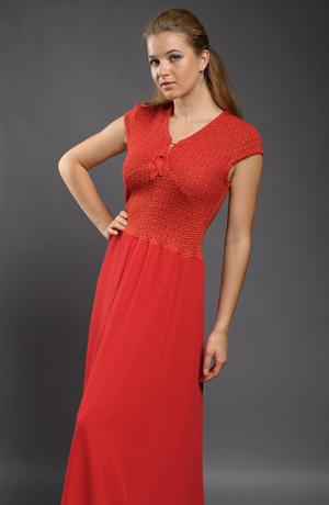 Společenské šaty s pletážovým sedýlkem