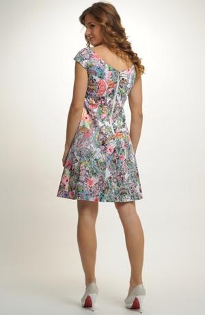 Dívčí společenské šaty se vzorem vějířků
