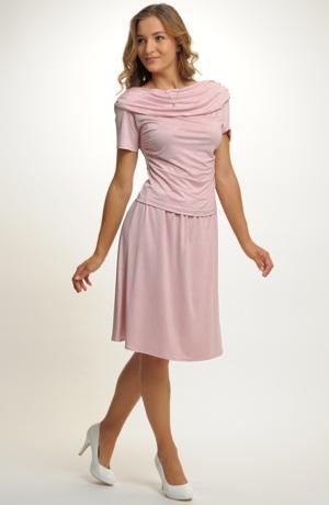 Elastická mírně krešovaná sukně