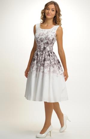 Dívčí společenské šaty z luxusního materiálu s květinovým potiskem.