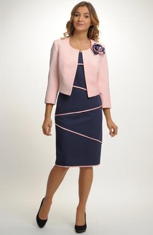 Luxusní společenský kostým v modré s růžovou.