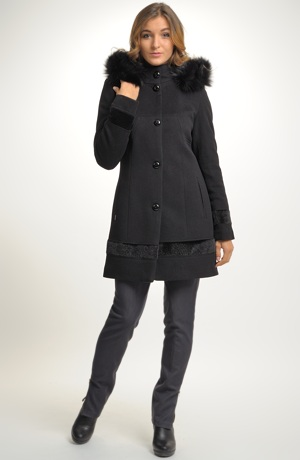 Dámský černý krátký kabát s kapucí