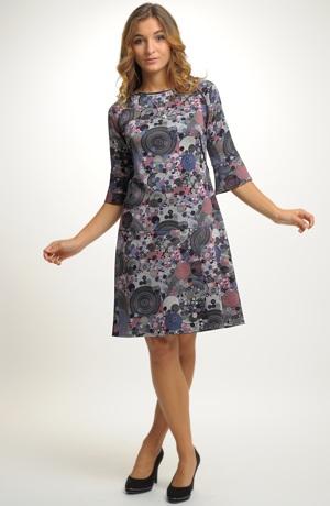 Módní volné šaty s volánky na rukávech