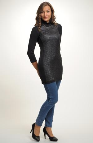 Krátké černé šaty nebo tunika k legínům z pogumované pleteniny