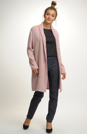 Pletený kabátek s módním šálovým límcem