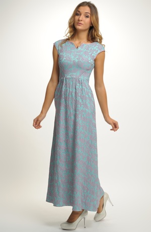 Dívčí šaty vhodné na maturitní ples v zajímavé barevnosti