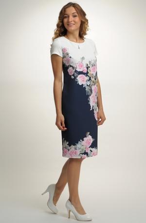 Květované dámské šaty pro plnoštíhlé
