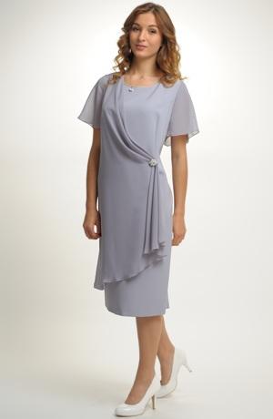 Šifónové krátké šaty s rukávky a rozevlátou sIluetou