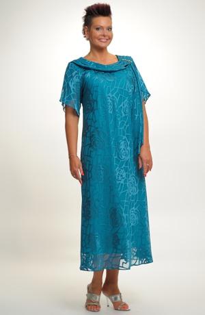 Šifonové šaty s řasením u výstřihu na bok do ozdoby