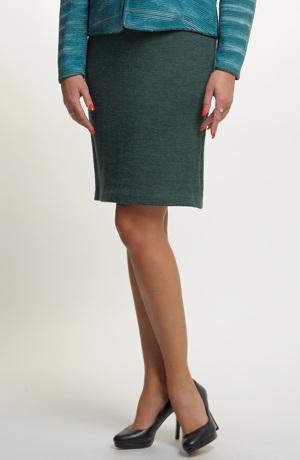 Pletená krátká sukně nad kolena