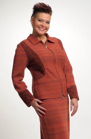 Mladistvý pletený dámský kostýmek s dlouhou sukní