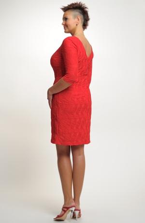 Krátké červené šaty s rukávky