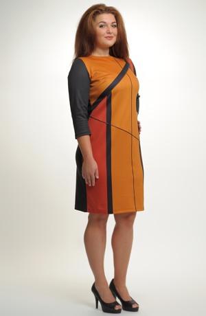 Elastické pouzdrové šaty s grafickým potiskem