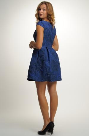 Elastické společenské šaty z ozdobné žakárové tkaniny