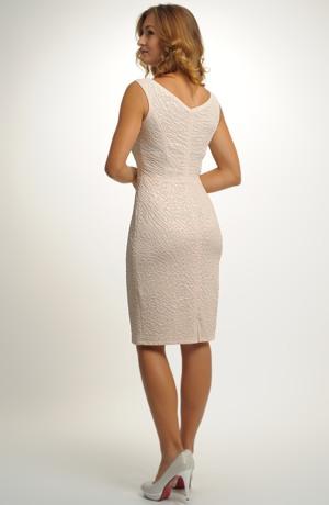 Jednoduché šaty se spadenými rukávky