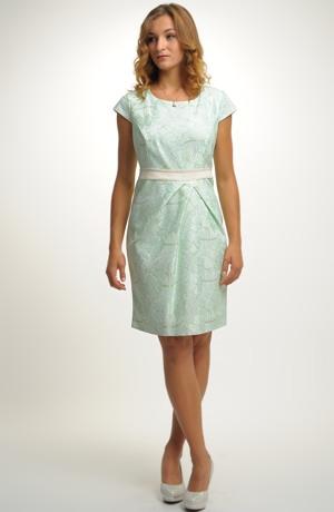 Krajkové krátké pouzdrové šaty