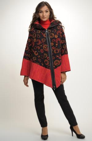 Pletený kabátek - pončo s kapucí a se zapínáním na zip.