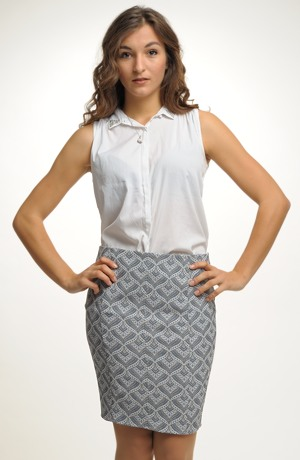 Sukně nad kolena z elastického žakáru s jemným vzorem.