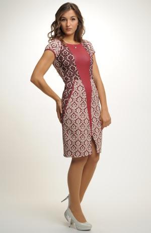 Společenské šaty zdobené plastickým vzorem