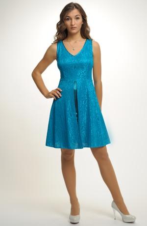 Krátké společenské šaty z krajky na saténu. Velikosti 38, 40, 42