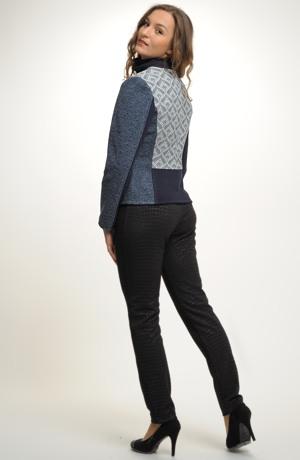 Kalhoty - legíny jsou z elastické pleteniny