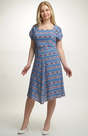 Letní šaty s barevnými pruhy