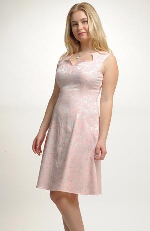 Krátké společenské dívčí šaty vhodné na svatbu