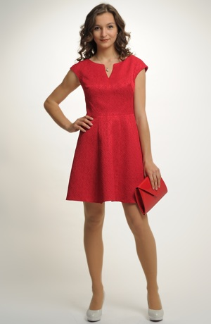 Krátké červené šaty se spademi rukávky
