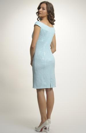 Dámský letní kostýmek z luxusního elastického materiálu