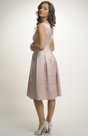 Šaty s bohatou sukní z žakárové tkaniny s plastickým vzorem