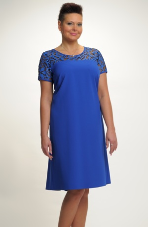 Lehké šaty vhodné i pro plnoštíhlé v jasné modré barvě, od vel.46 do vel.52