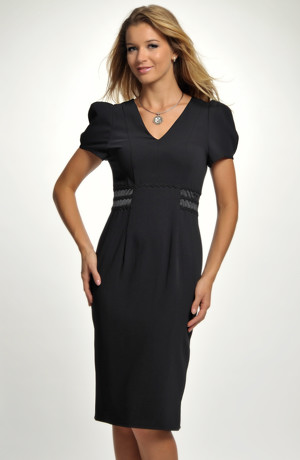 Krátké černé šaty se zvýrazněným pasem a s nabíranými rukávky