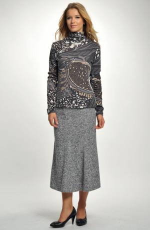 Zimní sukně se vsadkou na předním dílu