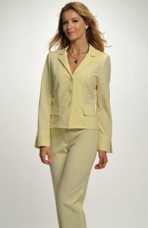Elegantní sportovní kalhotový kostým s malou fazonou.