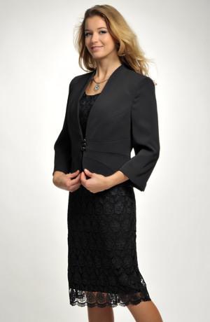Pouzdrové společenské šaty vhodné i pro větší velikosti.