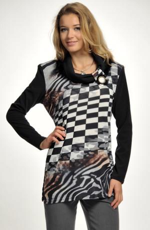 Elegantní dámský svetřík z jemné pleteniny s potiskem
