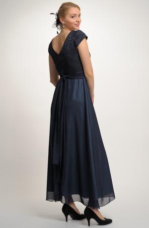 Dlouhé společenské šaty vhodné na ples